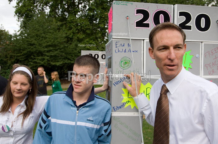 Jim Murphy MP talks to teenagers from deprived communities... - Philip Wolmuth, pw060976.jpg