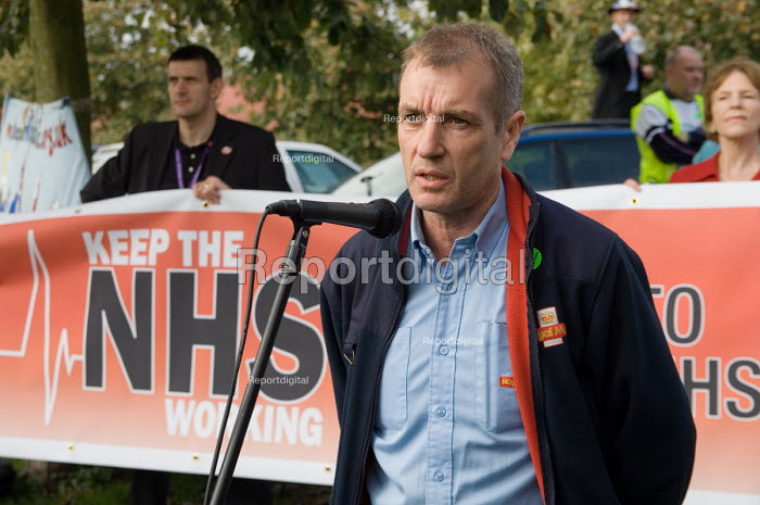 Postman Kevin Duffy, a member of Oxford branch of the UCW... - Philip Wolmuth, pw061009.jpg