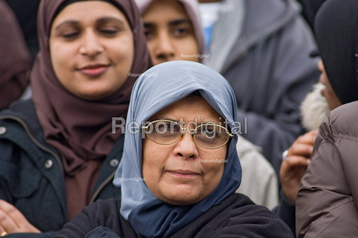 First ever celebration in Trafalgar Square of the Muslim... - Philip Wolmuth, pw061050.jpg
