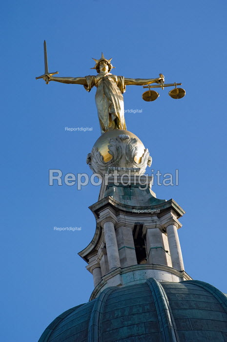 The figure of justice by Frederick William Pomeroy on top... - Philip Wolmuth, pw061108.jpg