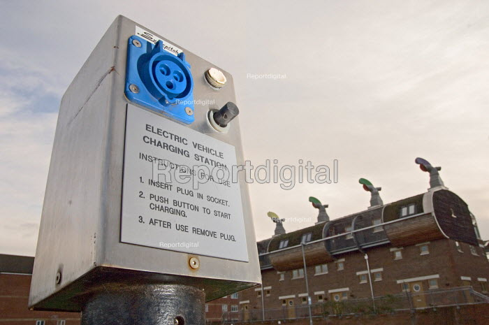 Electric vehicle charging point at the Beddington Zero... - Philip Wolmuth, pw070105.jpg