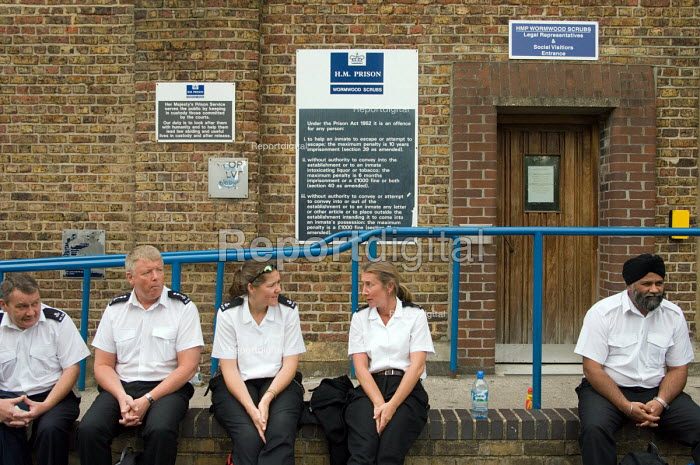 Members of the POA at HMP Wormwood Scrubs on 24 hour... - Philip Wolmuth, pw070831.jpg