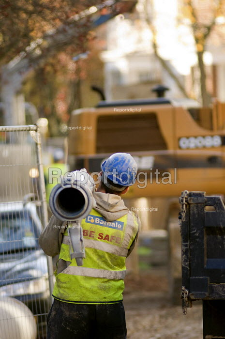 Employees of private contractor Barhale work on Thames Water improvements to the London sewage system. - Philip Wolmuth - 2007-11-23