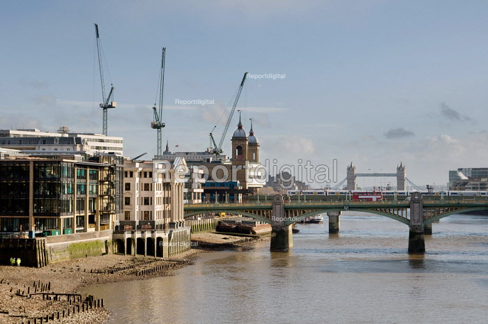 View along the River Thames from the Millennium Bridge... - Philip Wolmuth, pw080125.jpg