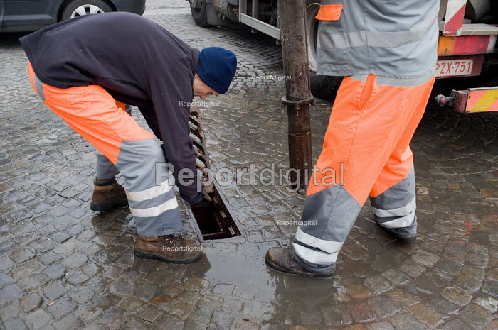 Workers employed by the city of Liege cleaning underground rainwater gullies in the city. - Philip Wolmuth - 2009-03-05