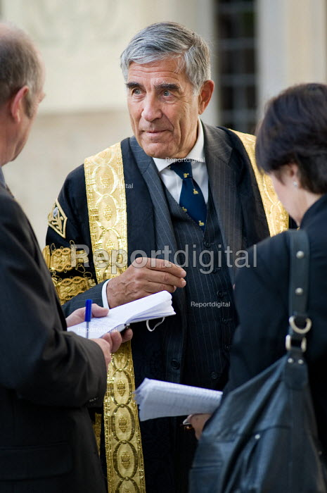 Lord Phillips, President of The Supreme Court, outside the... - Philip Wolmuth, pw091003.jpg