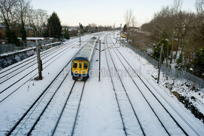 First Capital Connect train on the Thameslink line... - Philip Wolmuth, pw100107.jpg