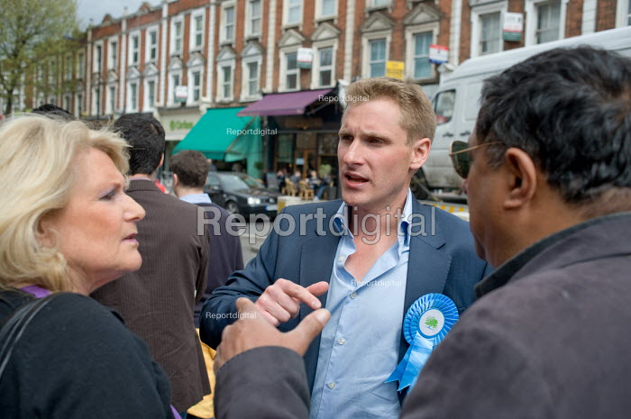 Conservative parliamentary candidate Chris Philp campaigns in the marginal constituency of Hampstead and Kilburn. - Philip Wolmuth - 2010-04-30