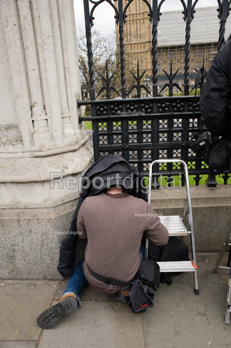 Press photographers working on laptops at the Houses of Parliament, 2010 General Election. - Philip Wolmuth - 2010-05-11