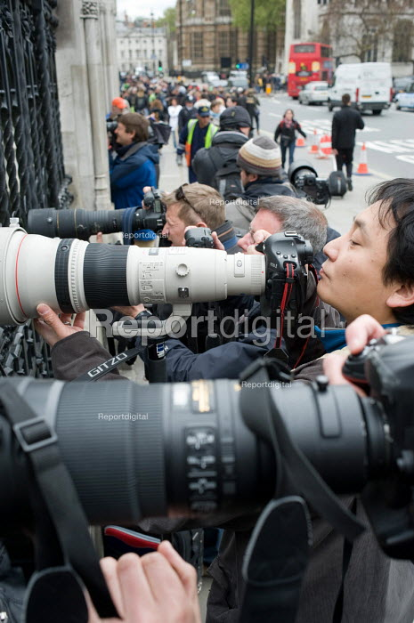 Press photographers working at the Houses of Parliament, 2010 General Election. Dan Chung from the Guardian. - Philip Wolmuth - 2010-05-11