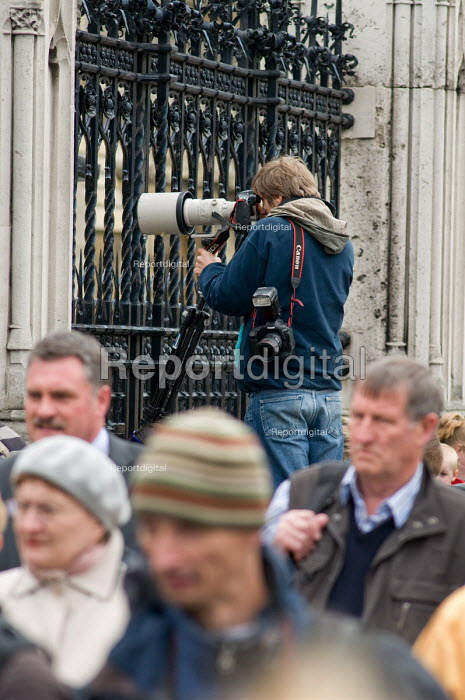 Press photographers working at the Houses of Parliament, 2010 General Election. - Philip Wolmuth - 2010-05-11