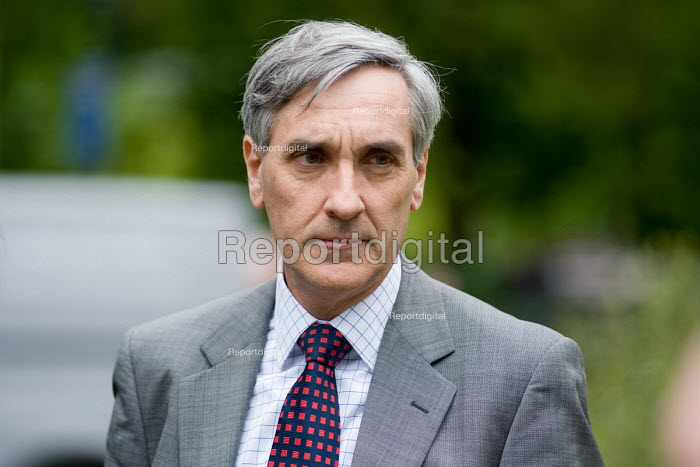 Conservative John Redwood MP waits to be interviewed by Sky News on College Green, Westminster, 2010 General Election. - Philip Wolmuth - 2010-05-11