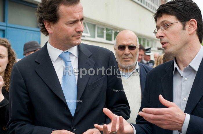 Conservative MP Nick Hurd talks with Neighbourhood Manager Marco Torquati during a visit to projects in Church Street, London, supported by the Paddington Development Trust. - Philip Wolmuth - 2010-05-20