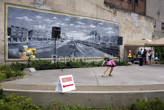 Public dance performance in Bluefield, West Virginia, an impoverished town affected by the decline in the local coal mining industry. - Philip Wolmuth - 2010-07-31