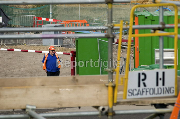 Security guard at the construction site of the London 2012 Olympic Games, Stratford. - Philip Wolmuth - 2010-09-21