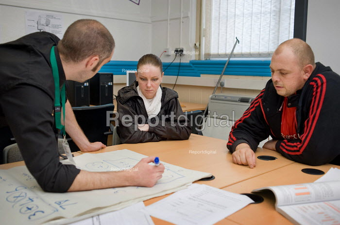 Numeracy class for Job Seekers Allowance claimants run by Rochdale and Oldham Groundwork. - Philip Wolmuth - 2010-10-07