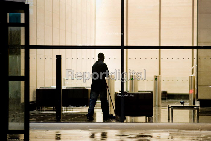Cleaner on a night shift in offices in the City of London. - Philip Wolmuth - 2010-02-03