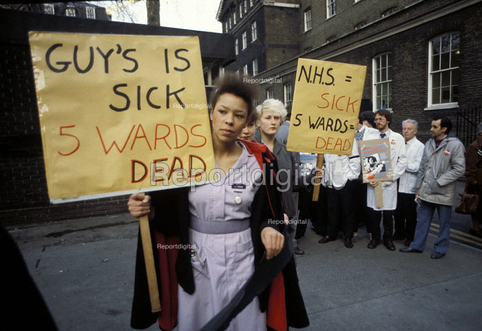 1984: Guy's Nurses Action Group protests outside Guy's Hospital, London, at ward closures and cuts. - Philip Wolmuth - 1984-01-06