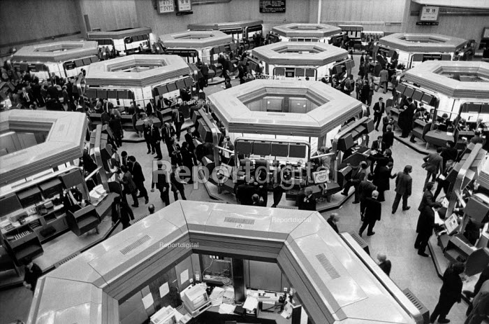 Dealers on the floor of the London Stock Exchange on the day of the Big Bang deregulation of financial services. - Philip Wolmuth - 1986-10-27