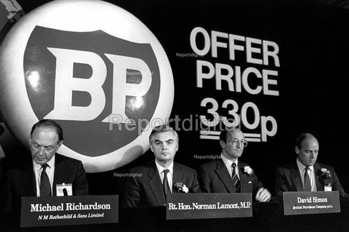 Chancellor of the Exchequer Norman Lamont launches the flotation of the state owned BP oil company with a share offer price of 330p, Lancaster House, London. Michael Richardson of Rothschild and David Simon of BP - Philip Wolmuth - 1987-10-15