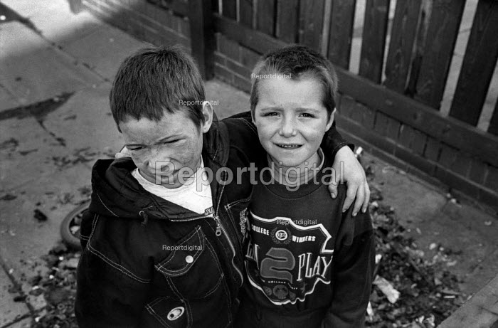 Two boys play in an alley in Grimethorpe, South Yorkshire. The colliery, the town's main employer, closed in 1992. - Philip Wolmuth - 1992-11-07