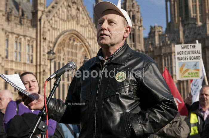 Agricultural worker Steve Leniec, Unite, address a joint union lobby of Parliament over the Public Bodies Bill, Westminster, London. - Philip Wolmuth - 2011-02-09