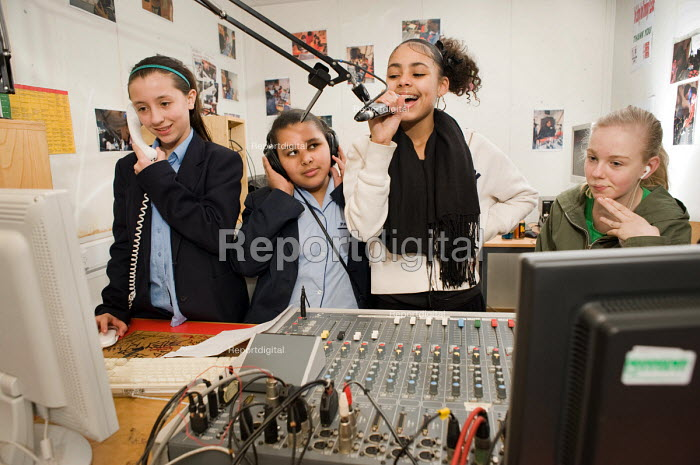 An after-school group in the Avenues FM radio studio at the New Avenues Youth Club, Queen's Park. West London. - Philip Wolmuth - 2010-01-28