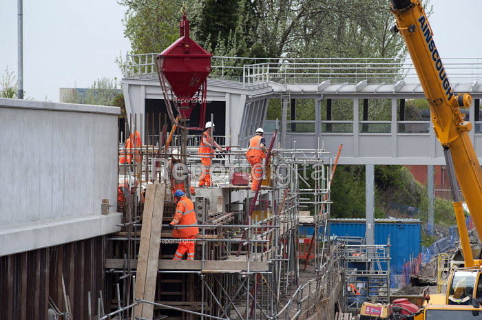 Construction of a concrete walkway at West Hamspead Thameslink station, part of the Thameslink Upgrade programme. - Philip Wolmuth - 2011-04-15