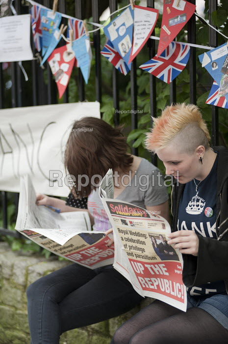 Young women reading Solidarity a trotskyist left wing newspaper. Not the Royal Wedding street partry organised by Republic, which wants to abolish the Monarchy. Red Lion Square, London. - Philip Wolmuth - 2011-04-29
