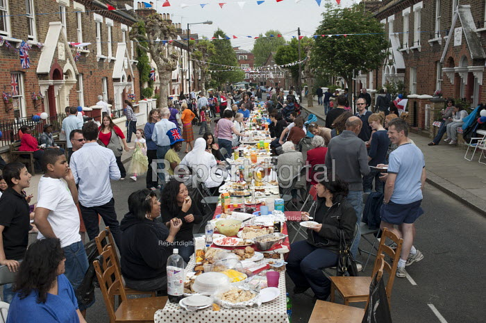 Royal Wedding street party in Kilravock Street, Queen's Park, West London. - Philip Wolmuth - 2011-04-29