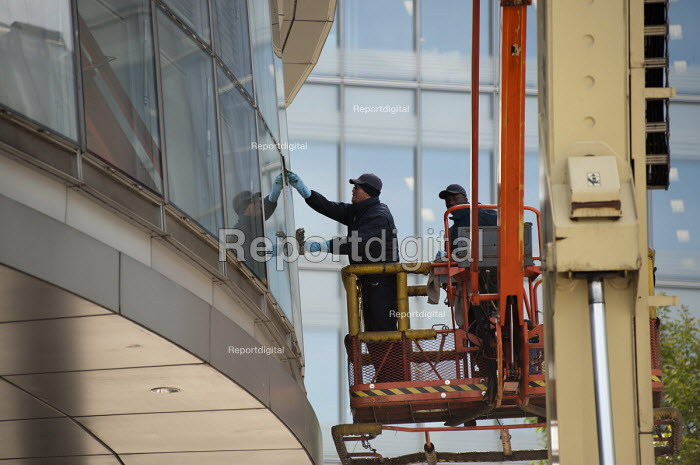 Workers on a hoist clean the windows on City Hall, London. - Philip Wolmuth - 2011-05-03
