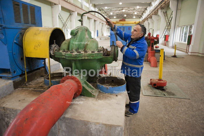 A worker in the pump room at Georgian Water and Power (GWP), Natakhtari water collection outlet. The private company supplies 70% of the capital's water. Georgia - Philip Wolmuth - 2011-04-06
