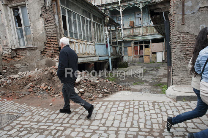 Dilapidated housing in Old Tbilisi, Georgia. - Philip Wolmuth - 2011-04-07