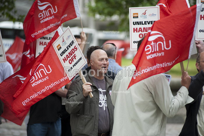 Members of Unite protest outside the Unilever AGM over the company's plan to end its final salary pension scheme for existing employees. Westminster, London. - Philip Wolmuth - 2011-05-11