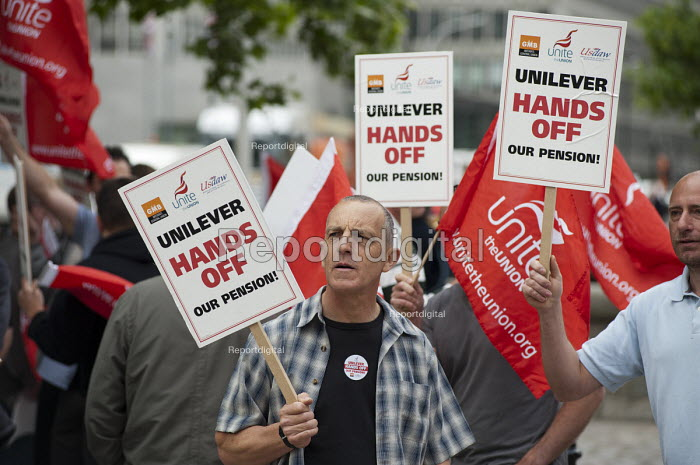 Members of Unite and the GMB protest outside the Unilever AGM over the company's plan to end its final salary pension scheme for existing employees. Westminster, London. - Philip Wolmuth - 2011-05-11