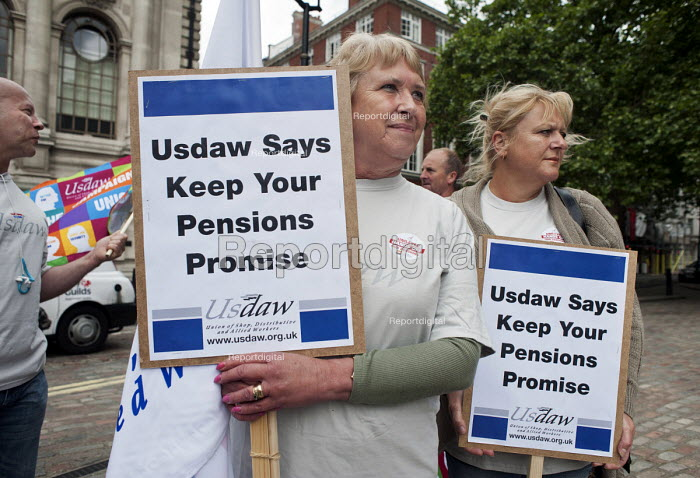 Members of USDAW protest outside the Unilever AGM over the company's plan to end its final salary pension scheme for existing employees. Westminster, London.   � - Philip Wolmuth - 2011-05-11