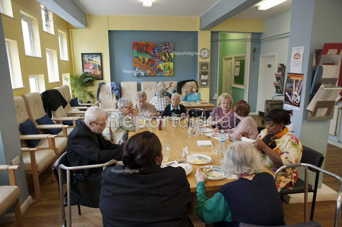 Lunch at Age UK Camden's Hillwood Resource Centre, which will close in June 2011 following cuts to the organisation's funding. - Philip Wolmuth - 2011-05-27