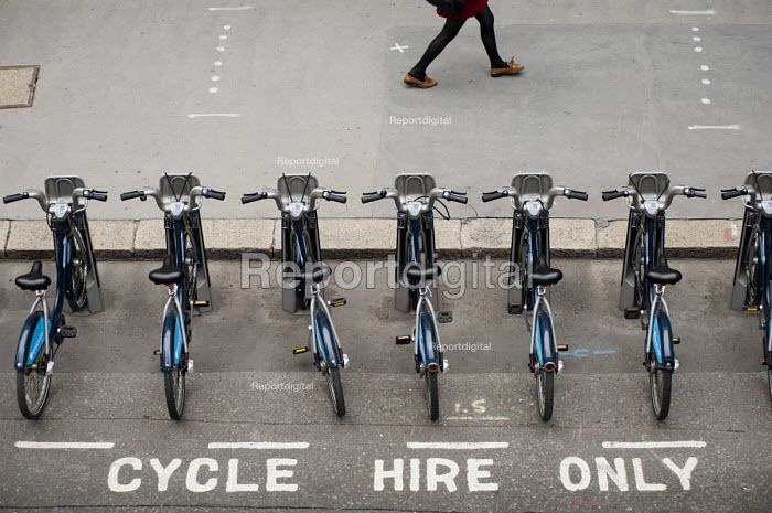 Docking station for the Barclays Cycle Hire scheme, City of London. - Philip Wolmuth - 2011-05-17