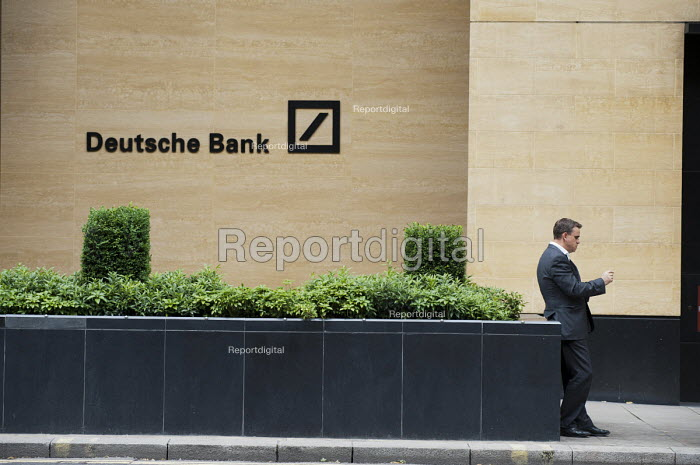 A bank worker smokes a cigarette outside Deutsche Bank, City of London. - Philip Wolmuth - 2011-06-21