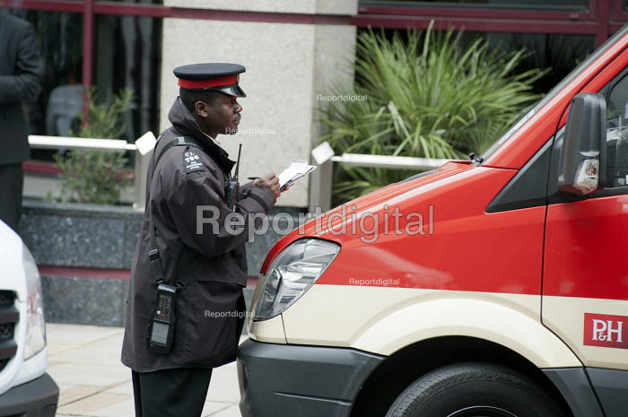 A traffic warden issues a Penalty Notice parking ticket, City of London. - Philip Wolmuth - 2011-06-21
