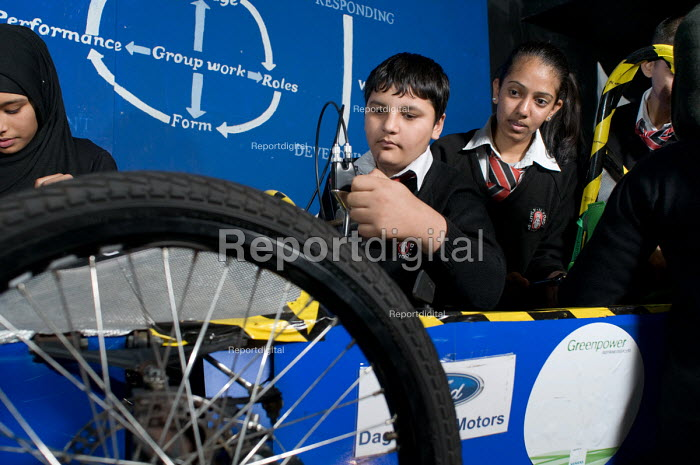 Engineering Club at Little Ilford School, Newham, London. - Philip Wolmuth - 2010-11-08