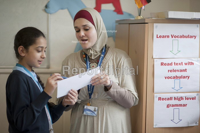 Year 8 Arabic class at Sarah Bonnell Girls' School, Stratford, London, a specialist language college.. - Philip Wolmuth - 2011-07-08
