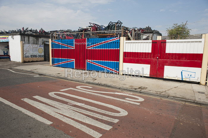 Car scrapyard and Union Jack in Hackney Wick. - Philip Wolmuth - 2011-08-02