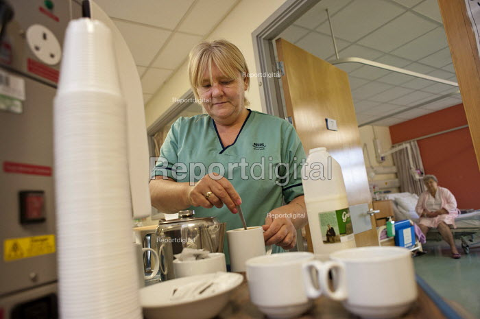 Domestic worker at Glasgow Royal Infirmary, where all hospital ancillary services are provided by directly employed staff. A PFI contract with Sodexho ended in 2006 - Philip Wolmuth - 2011-07-05