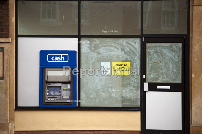 Empty shop with a cash machine in the centre of Doncaster.. - Philip Wolmuth - 2011-12-09