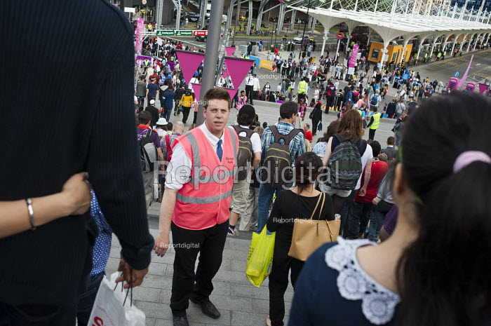 An Olympic Park steward on duty in Startford during the London 2012 Olympic Games. - Philip Wolmuth - 2012-08-08