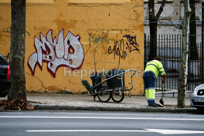 Employee of private contractor Inagra street cleaning, Granada, Spain. The company is a subsidiary of Cespa, itself a division of Ferrovial - Philip Wolmuth - 2013-01-23