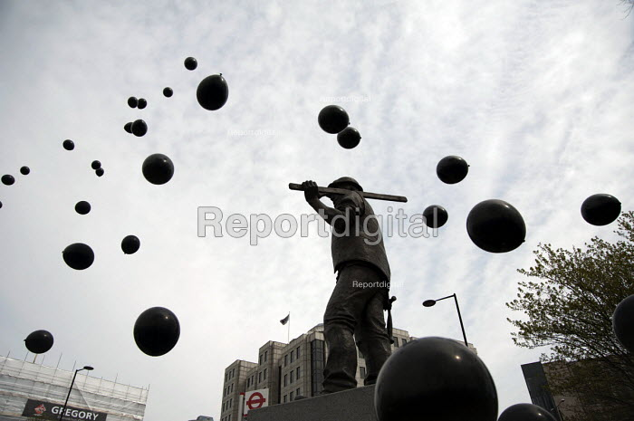 Black balloons released to commemorate each of those killed in workplace accidents. International Workers Memorial Day rally to commemorate those killed in accidents at work. Tower Hill, London. - Philip Wolmuth - 2013-04-28