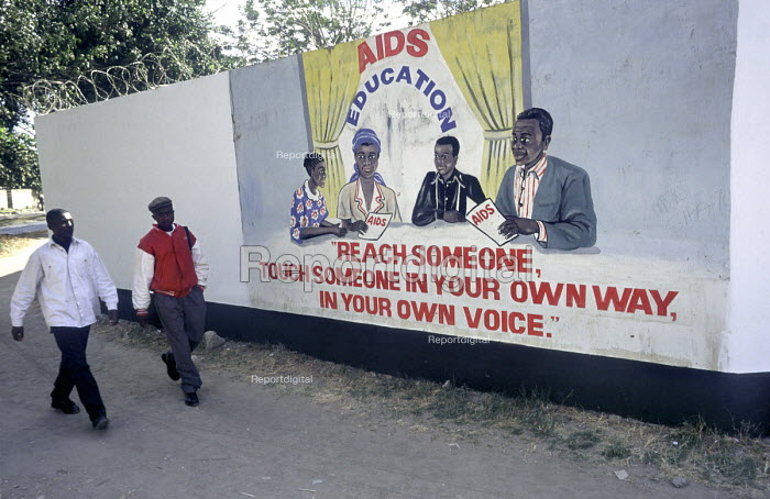 AIDS education wall painting in Lusaka, Zambia. - Philip Wolmuth - 1997-07-19