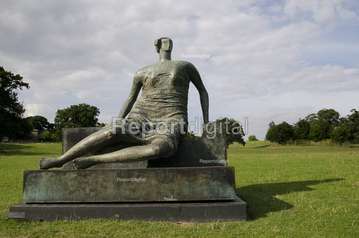 Draped Seated Woman by Henry Moore, Yorkshire Sculpture Park, Wakefield. - Philip Wolmuth - 2013-08-07